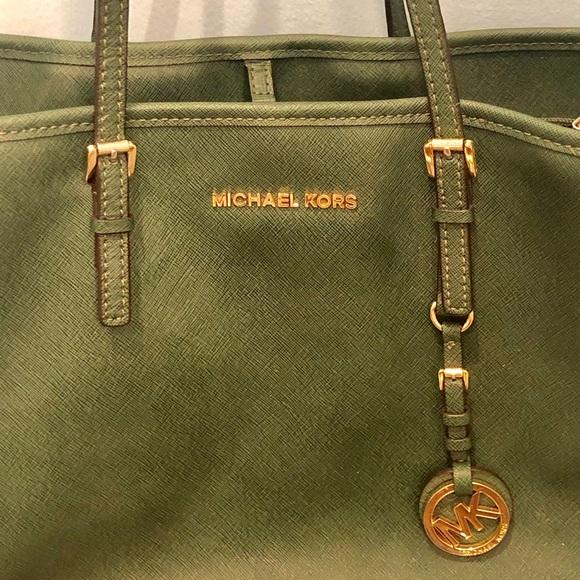 Michael Kors Handbags - Leather Micheal Kors hunter green purse